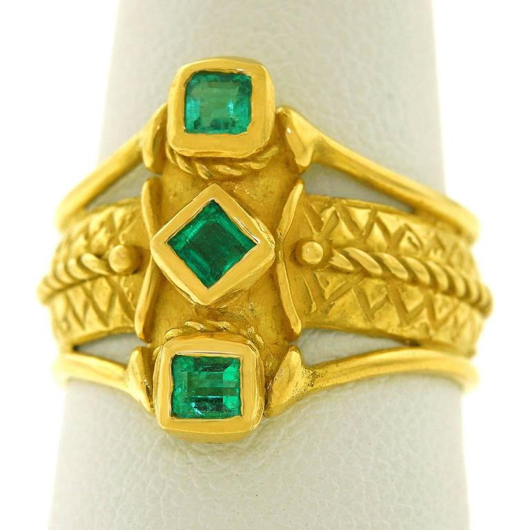 1970s Archaic Motif Emerald Gold Ring 8