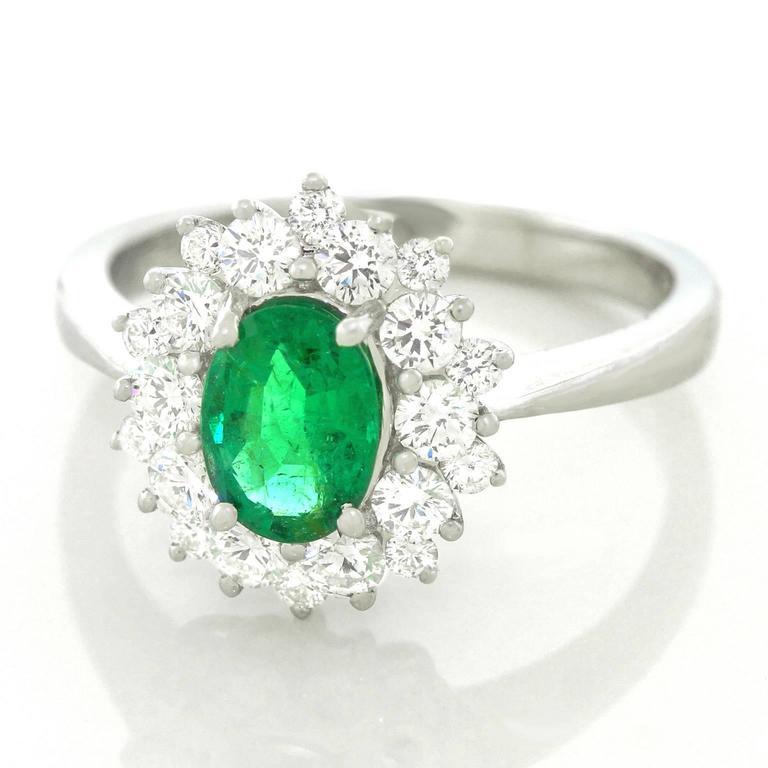 Vibrant Emerald Diamond Gold Ring 3