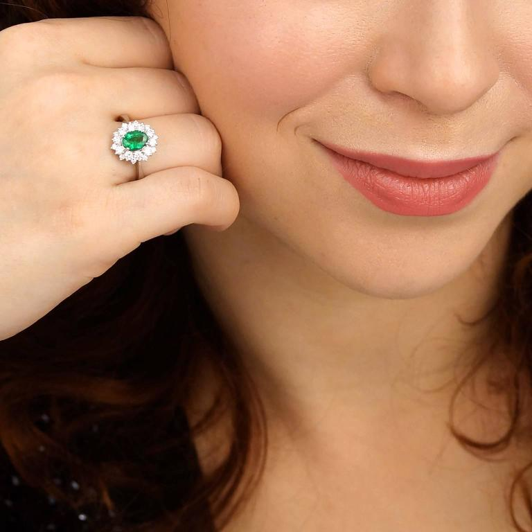 Vibrant Emerald Diamond Gold Ring 4