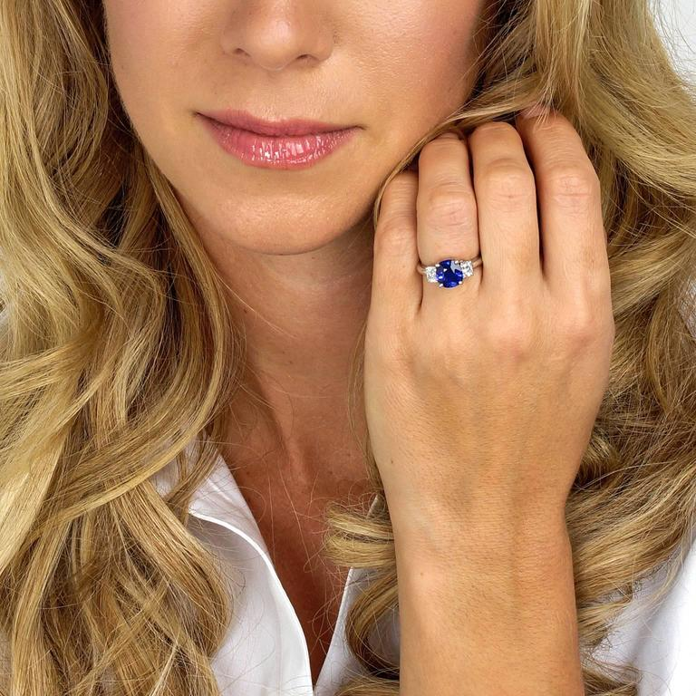 Women's 2.50 Carat Sapphire, Diamond and Platinum Ring GIA Certified For Sale