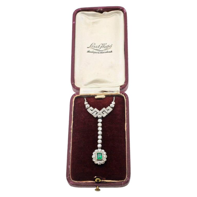Art Deco Emerald Diamond Gold Necklace 5