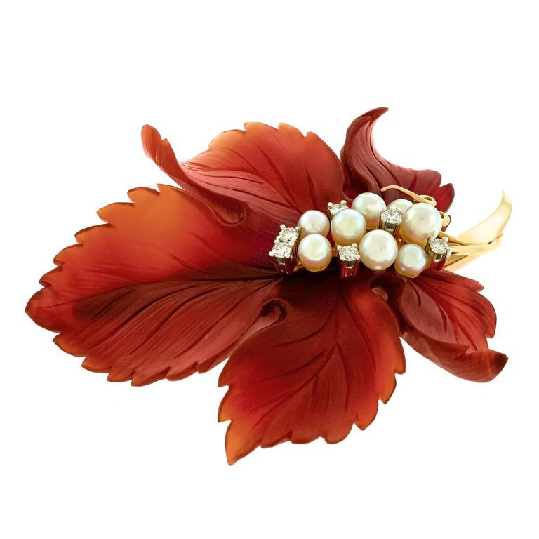 Sixties Carnelian Leaf Brooch in Gold In Excellent Condition For Sale In Litchfield, CT