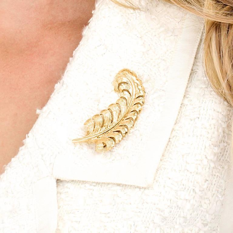 Women's or Men's Tiffany & Co. 1950s Gold Feather Brooch For Sale