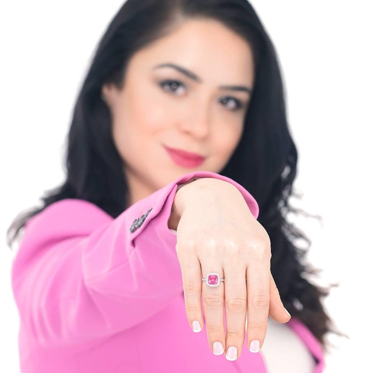 No Heat Pink Mahenge Spinel and Diamond set Platinum Ring GIA In Excellent Condition For Sale In Litchfield, CT