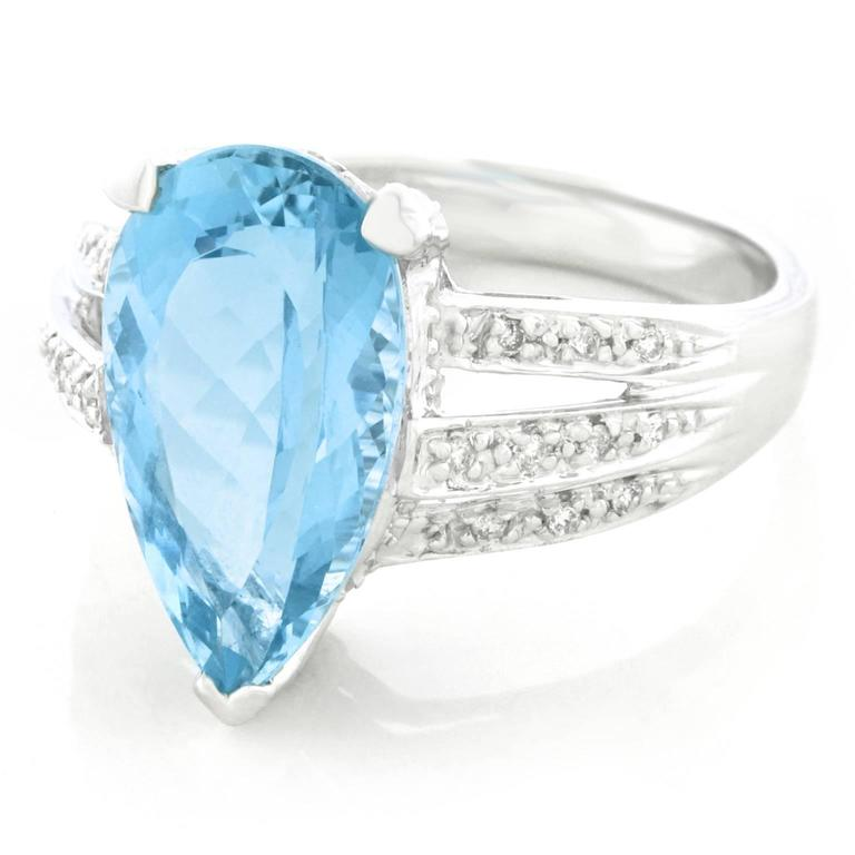 Pear Shaped Aquamarine and Diamond Gold Ring For Sale at 1stdibs