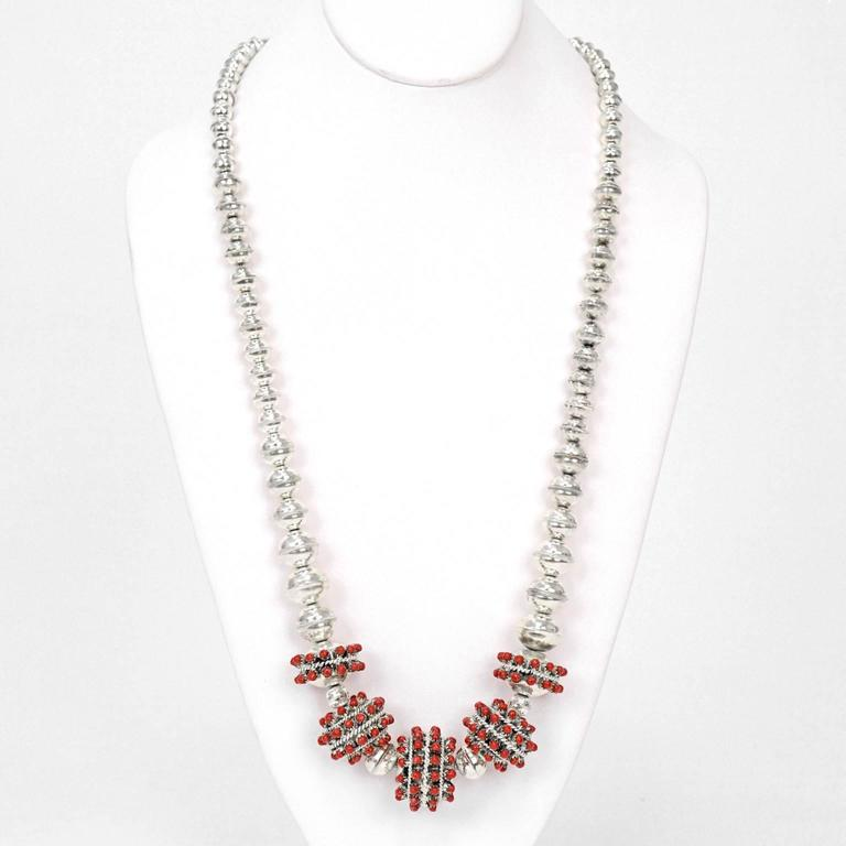 1960s Coral-Set Sterling Necklace In Excellent Condition For Sale In Litchfield, CT