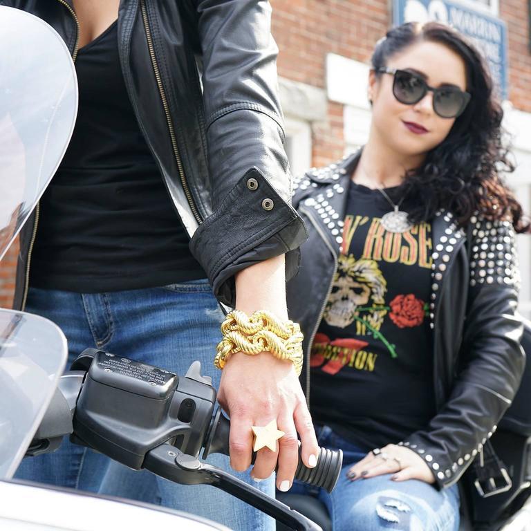 Women's or Men's Fabulous 1970s Chunky Italian Gold Bracelet For Sale