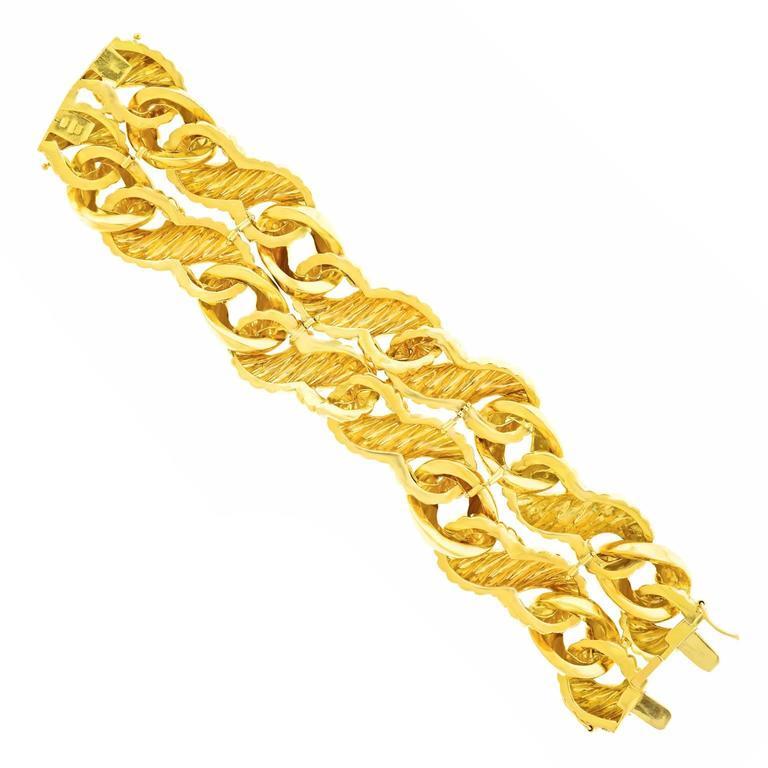 Fabulous 1970s Chunky Italian Gold Bracelet For Sale 3