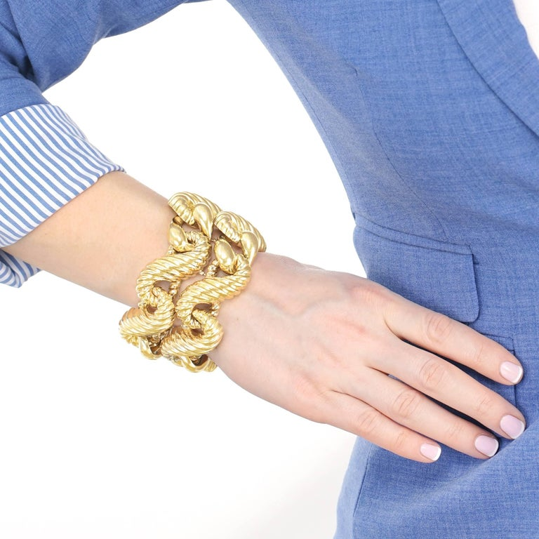 Fabulous 1970s Chunky Italian Gold Bracelet For Sale 4