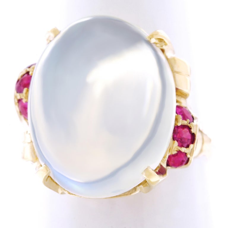 15.67 Carat Moonstone and Ruby Set Gold Ring For Sale 4