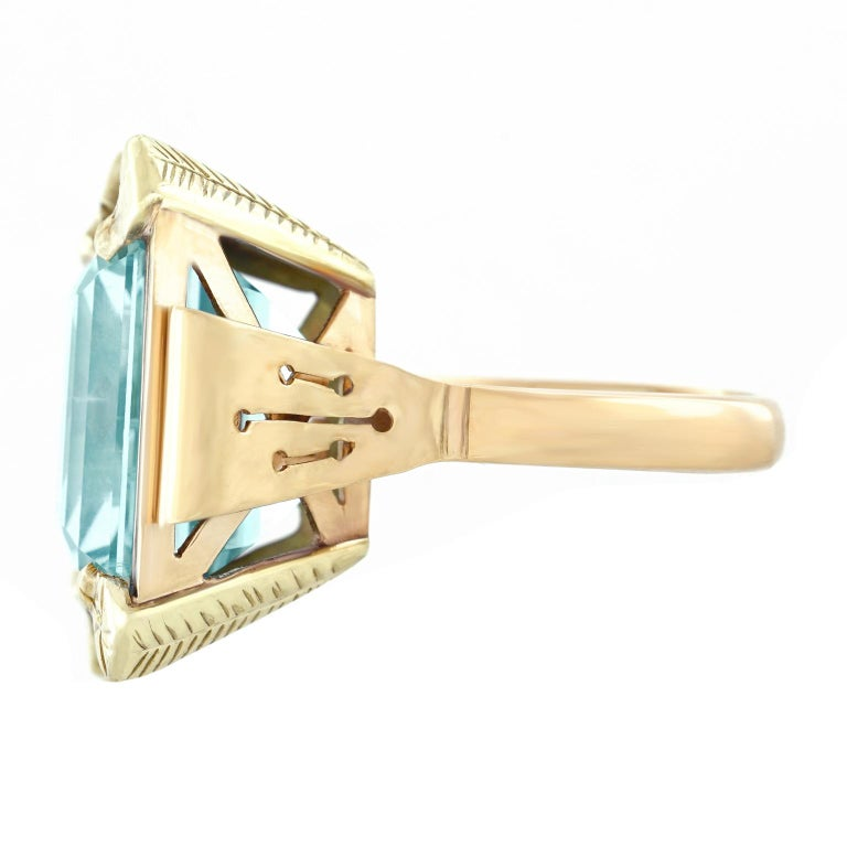 Art Deco 20.50 Carat Aquamarine Set Gold Ring For Sale 3