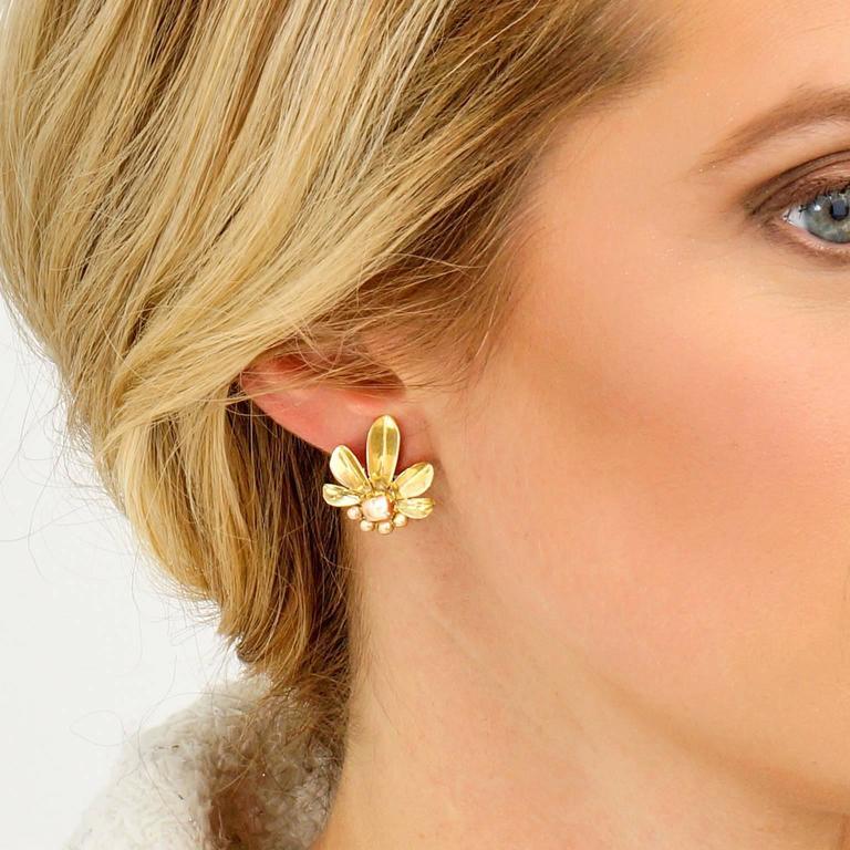 Art Deco Flower Power Gold Earrings For Sale 1