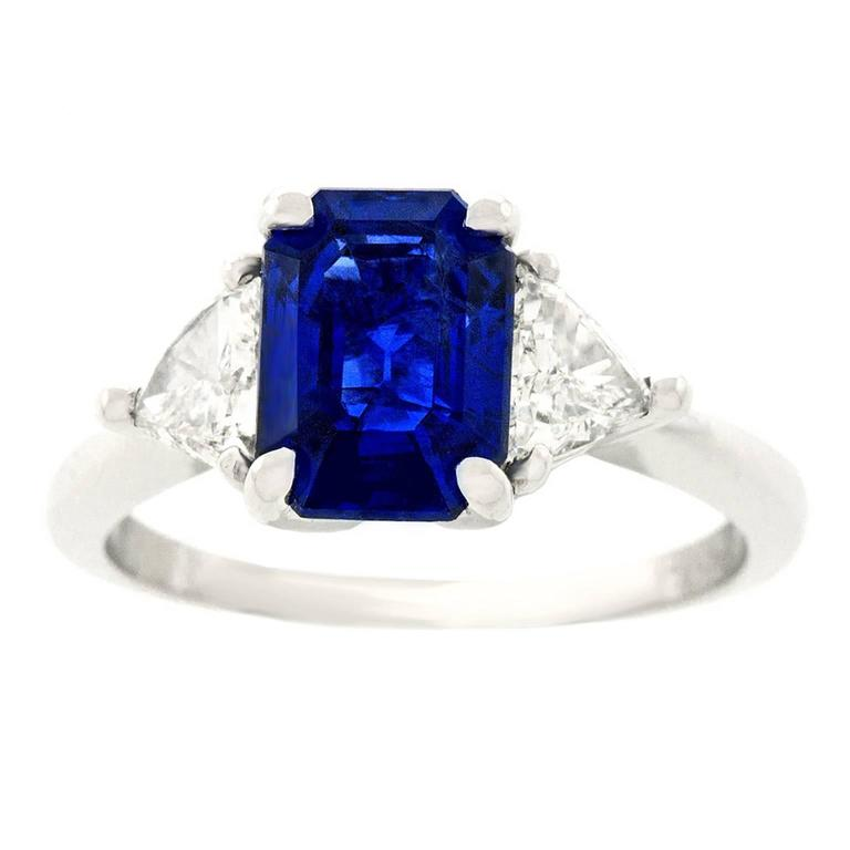 Cartier No-Heat Burma Sapphire & Diamond Ring In Excellent Condition For Sale In Litchfield, CT
