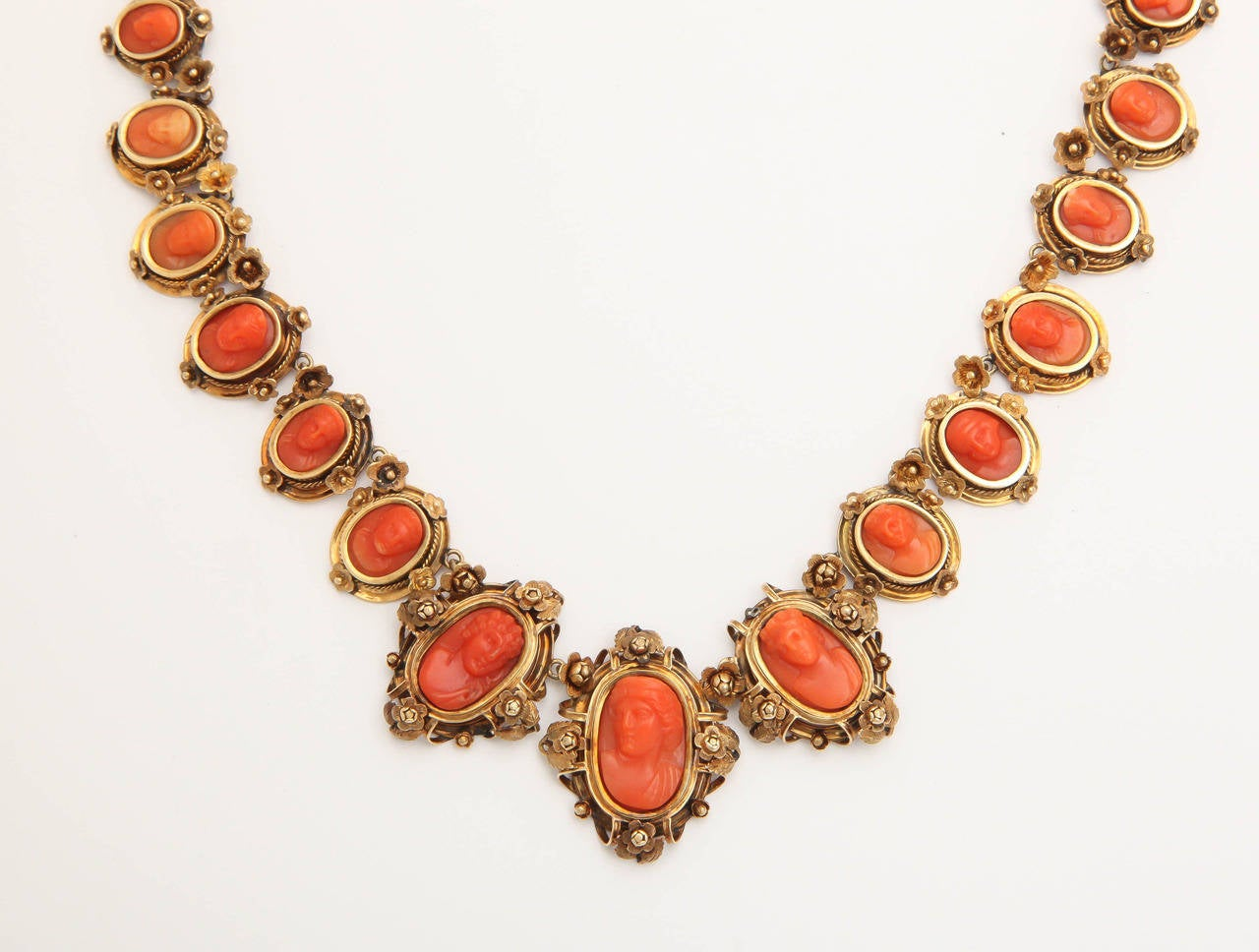 1870s Carved Coral Gold Link Necklace In Good Condition For Sale In New York, NY