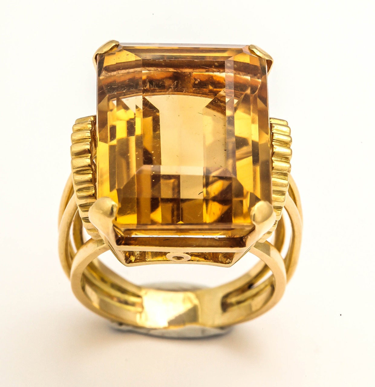 Women's English Retro Citrine 18k Gold Cocktail Ring, 1950s For Sale