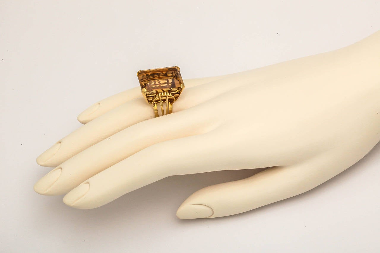 English Retro Citrine 18k Gold Cocktail Ring, 1950s In Good Condition For Sale In St. Catharines, ON