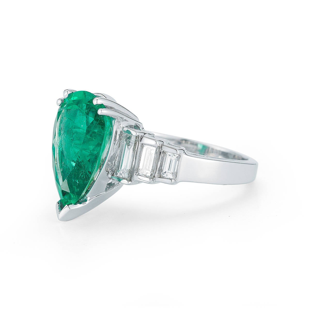 4 04 carats charming pear shaped emerald gold
