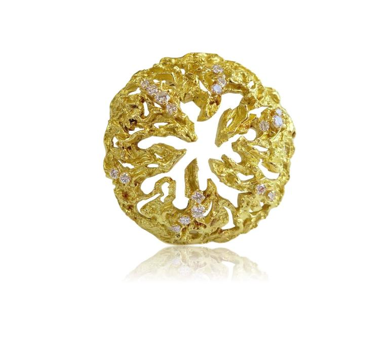 Modernist gold pin by Chaumet. The 2