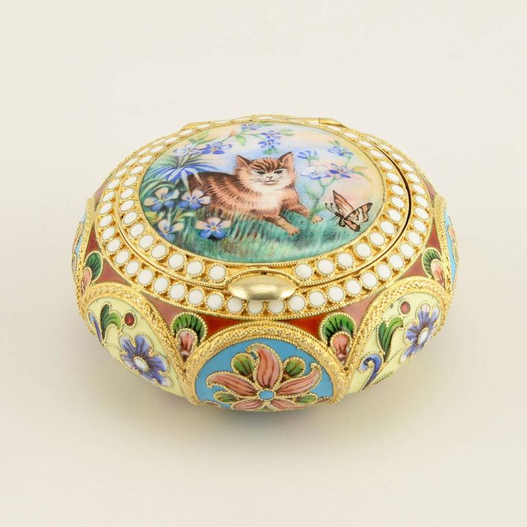 Russian Revival Russian Shaded and Pictorial Enamel Pill or Pastille Box with a Cat For Sale