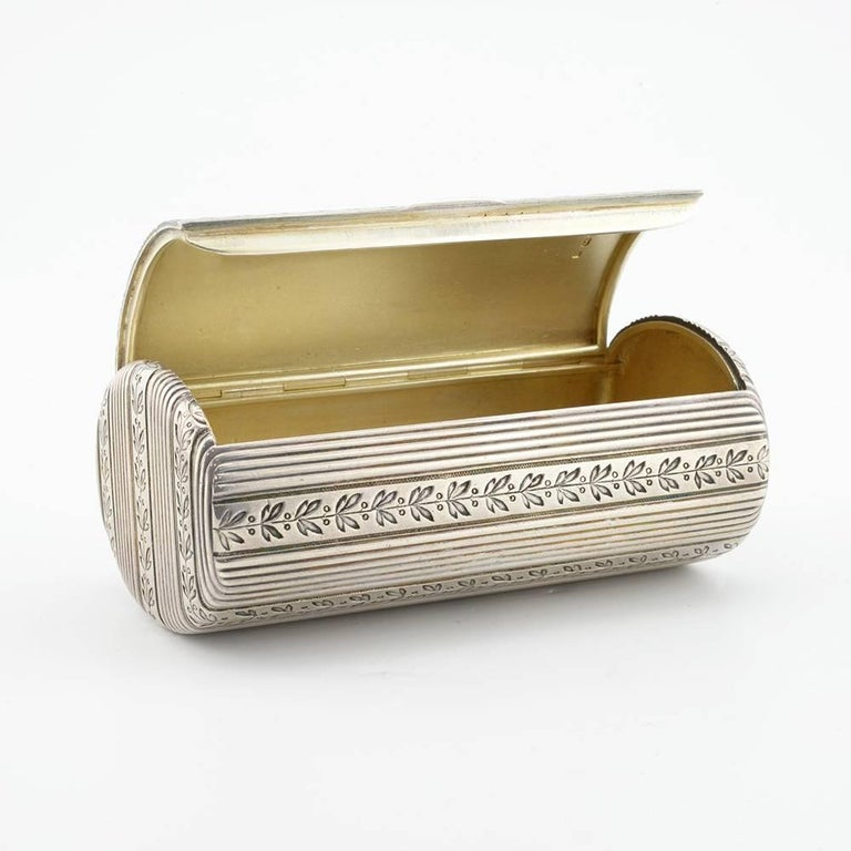 Fabergé Antique Russian Silver Oval Case Engraved with Laurel Bands For Sale 1