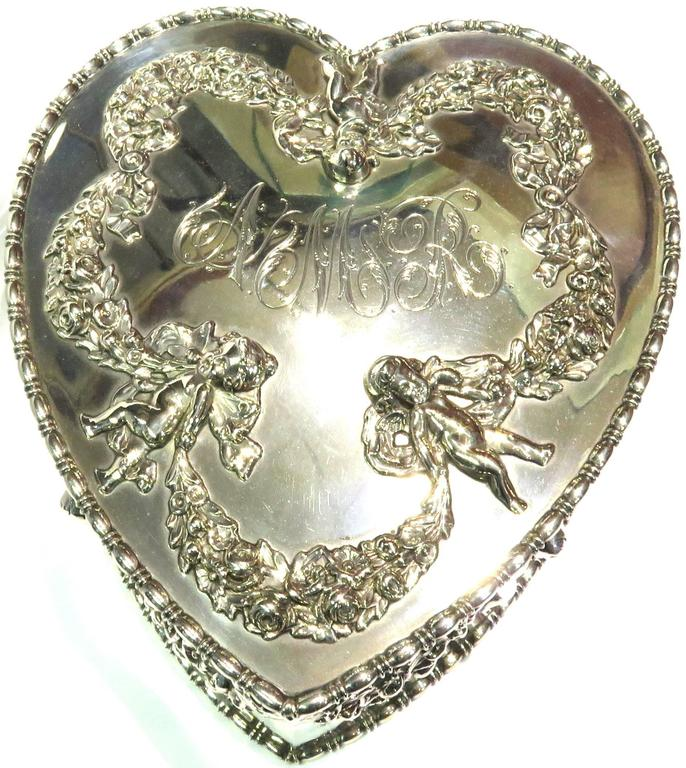 Antique Howard & Co. Large Sterling Heart with Cherubs Jewelry Box In Excellent Condition For Sale In Palm Beach, FL