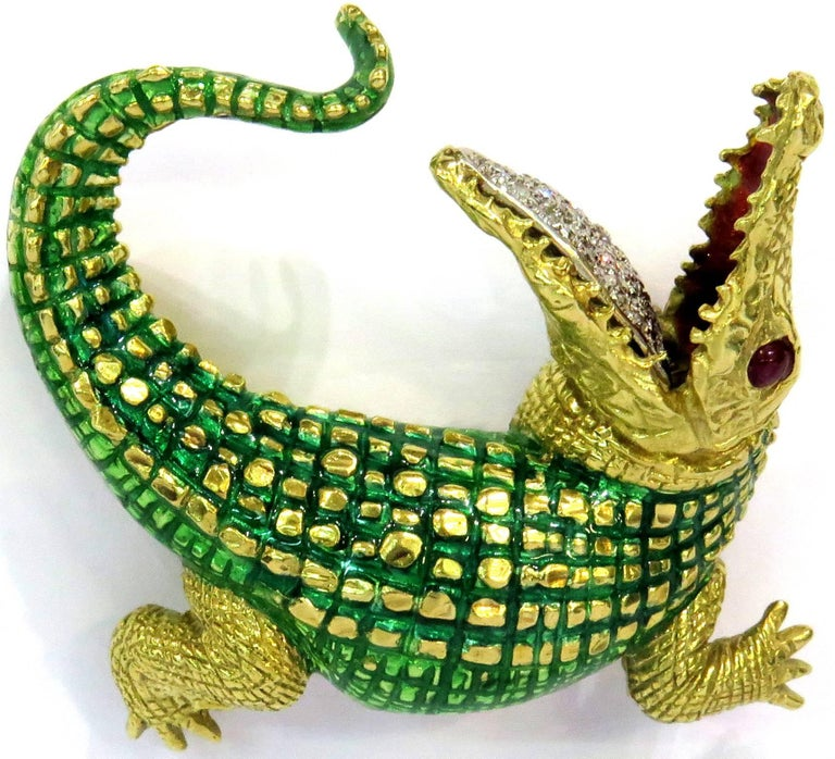 Incredibly Detailed Diamond Ruby Enamel Gold Alligator Pin In Excellent Condition For Sale In Palm Beach, FL