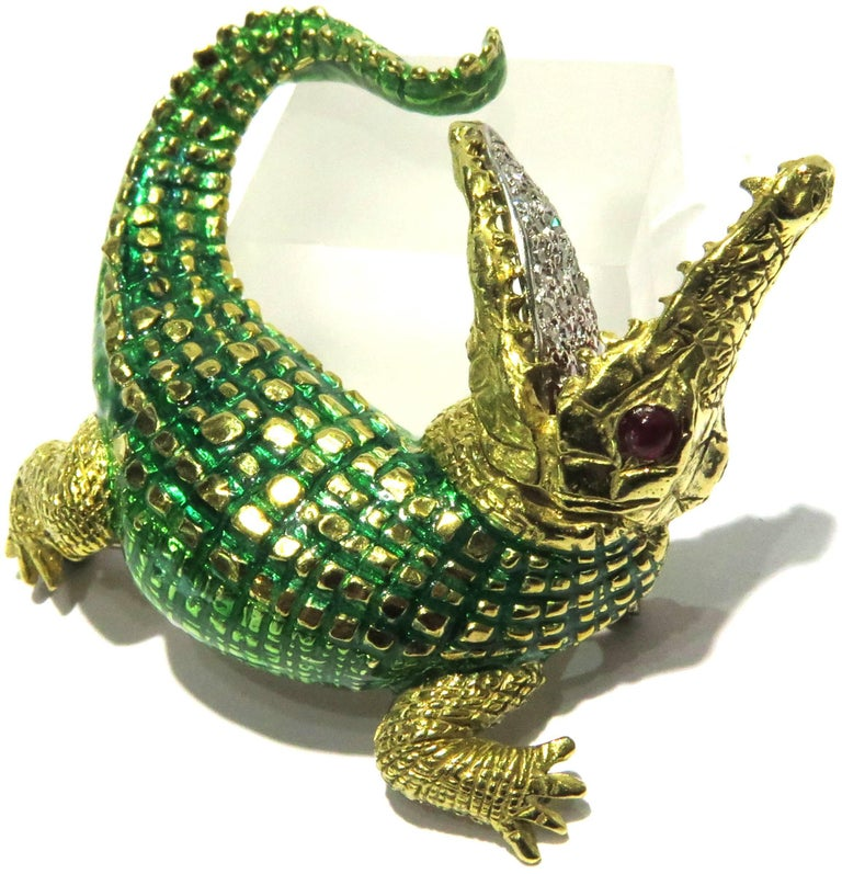 Incredibly Detailed Diamond Ruby Enamel Gold Alligator Pin For Sale 3