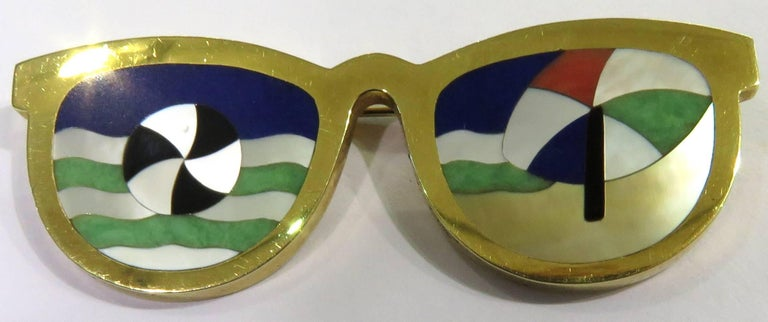 Phenomenal Multi Hard Stone Sunglasses Reflecting Beach Scene Gold Pin Brooch For Sale 3