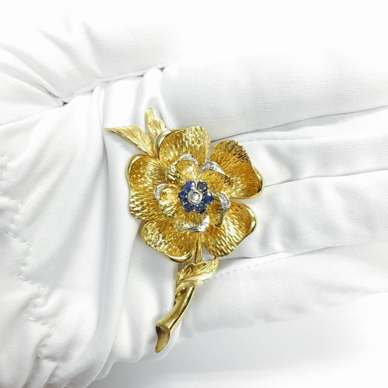 Italian Sapphire Diamond Gold Large Flower Brooch In Excellent Condition For Sale In Agoura Hills, CA