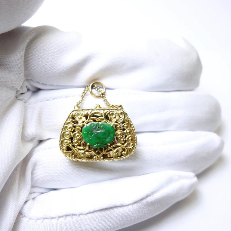 Jade Gold Purse Charm In Excellent Condition For Sale In Agoura Hills, CA