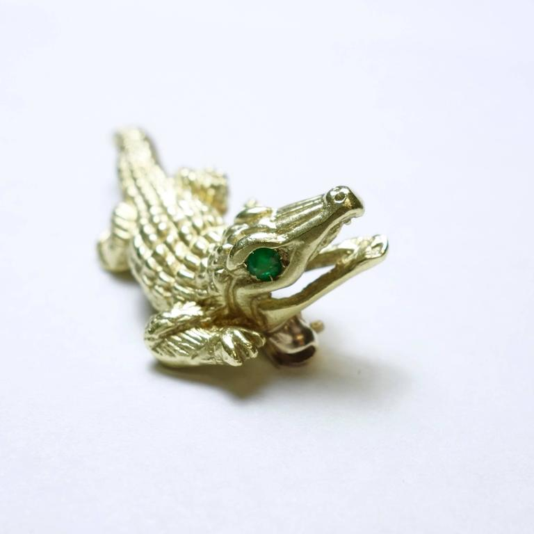 Emerald Gold Alligator Brooch In Excellent Condition For Sale In Agoura Hills, CA