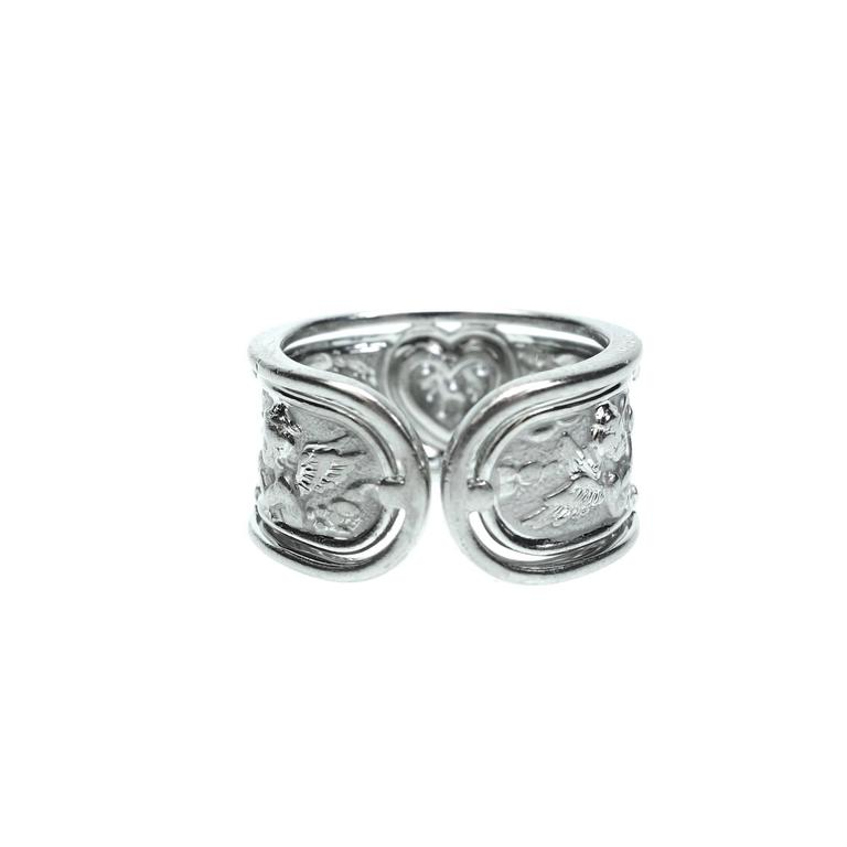 Carrera y Carrera Ronda Angels Diamond Gold Ring In Excellent Condition For Sale In Agoura Hills, CA