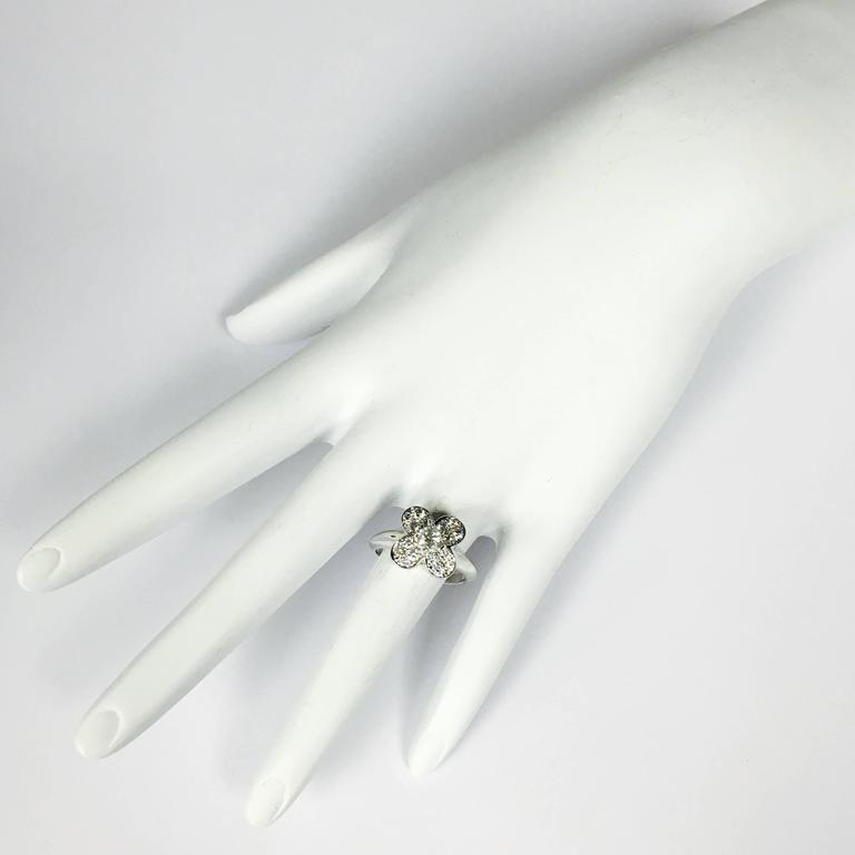 Women's Van Cleef & Arpels Trefle Diamond Gold Ring For Sale