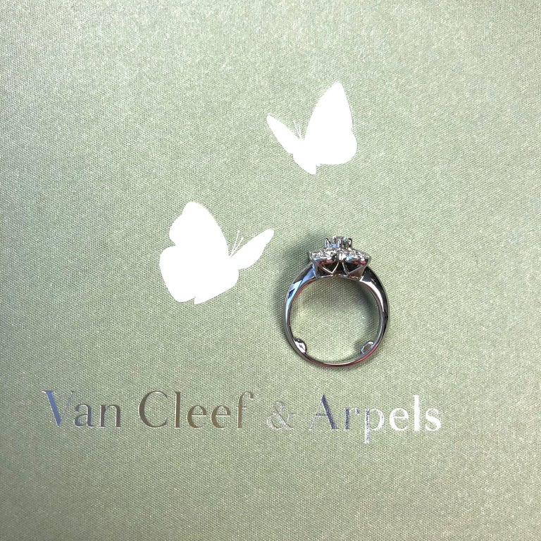 Van Cleef & Arpels Trefle Diamond Gold Ring In Excellent Condition For Sale In Westlake Village, CA