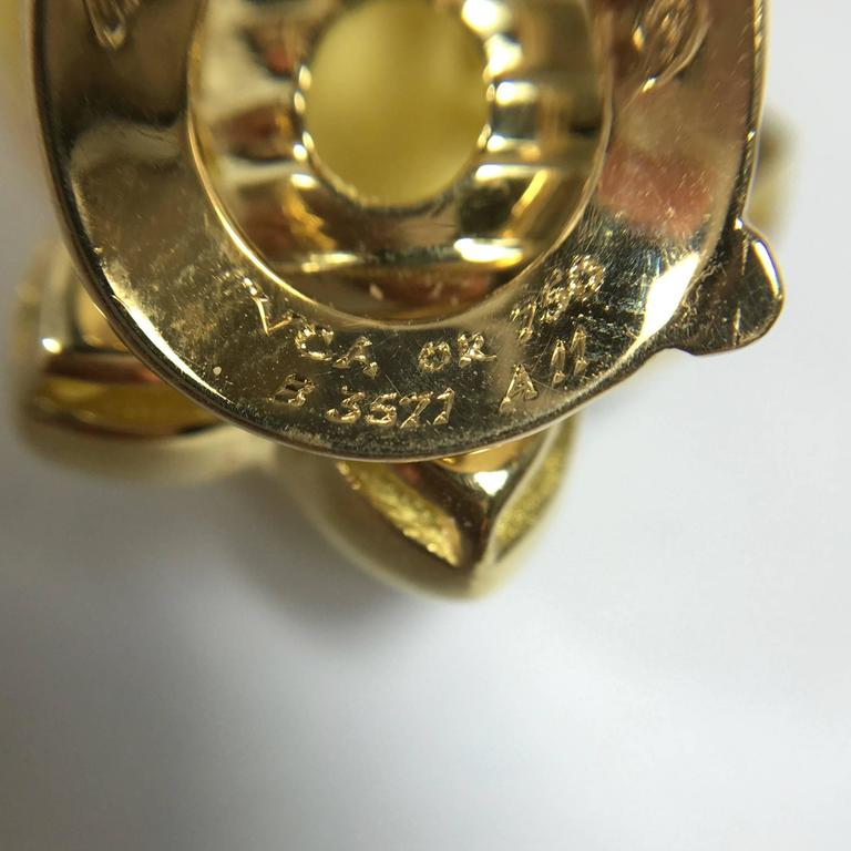 Van Cleef & Arpels Stars Diamond Gold Earrings and Brooch For Sale 2