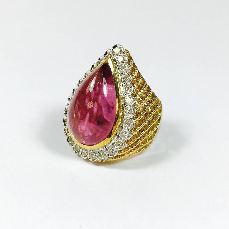 20 carats pink tourmaline cabochon gold ring at