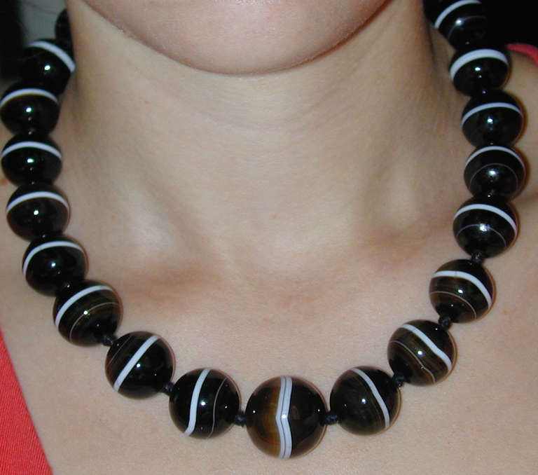 Antique Banded Agate Necklace For Sale 3