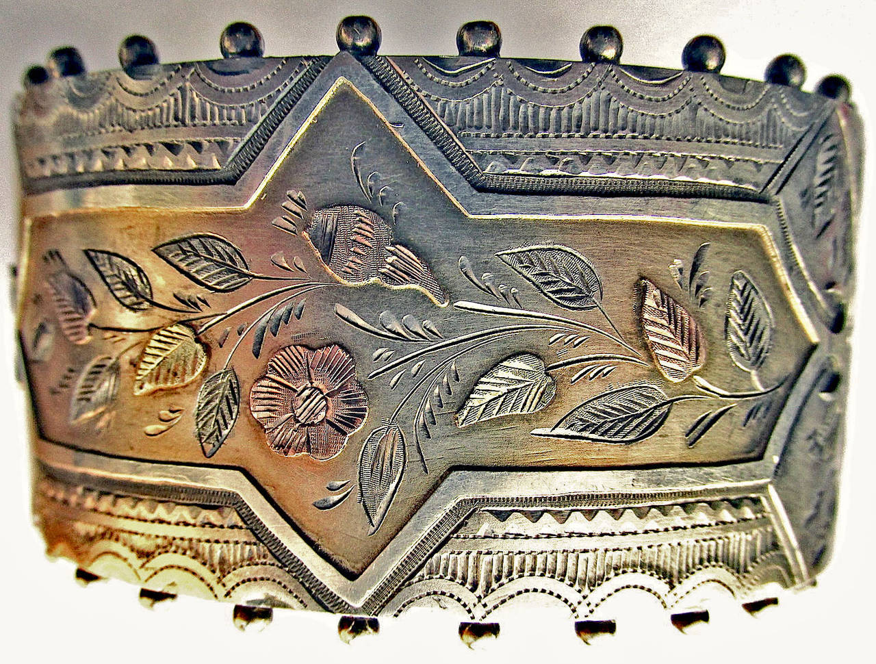 Antique Silver Floral Motif Cuff Bracelet In Excellent Condition For Sale In Baltimore, MD