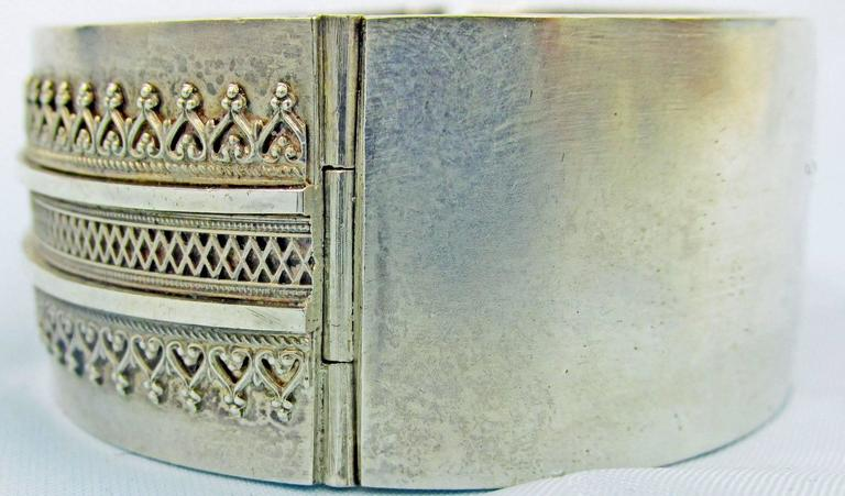 Antique Silver Cuff Bracelet In Excellent Condition For Sale In Baltimore, MD