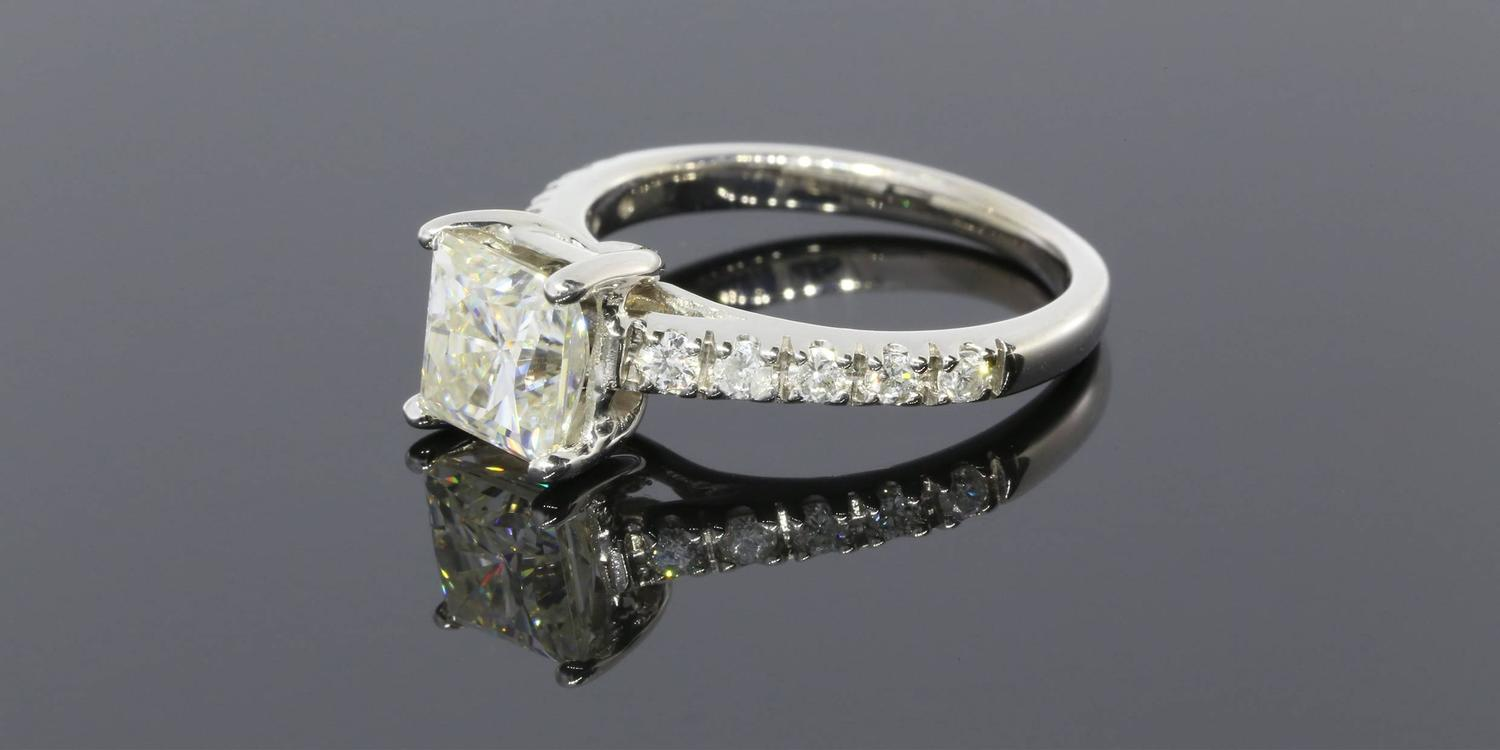 Square Moissanite Diamond Gold Ring For Sale at 1stdibs