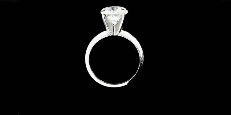 3.08 Carat Round Diamond Gold GIA Certified Solitaire Engagement Ring For Sale 3