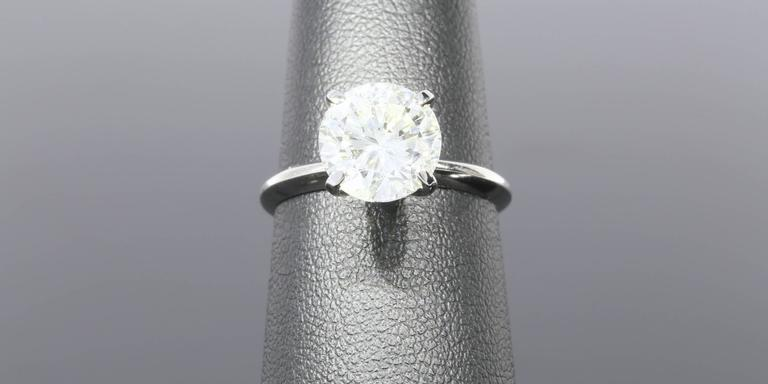 3.08 Carat Round Diamond Gold GIA Certified Solitaire Engagement Ring For Sale 1