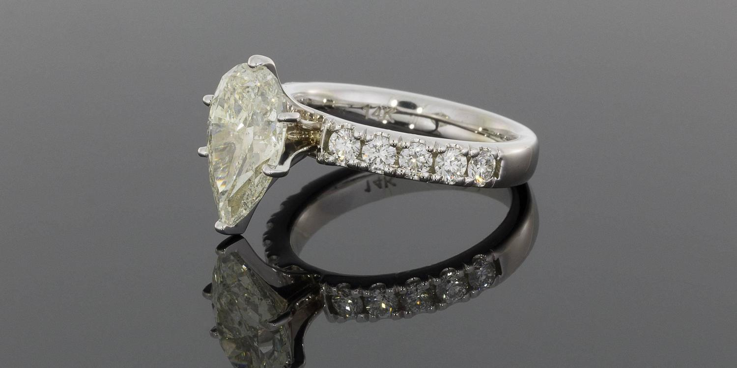 3 23 Carat Pear Diamond Gold Engagement Ring For Sale at 1stdibs