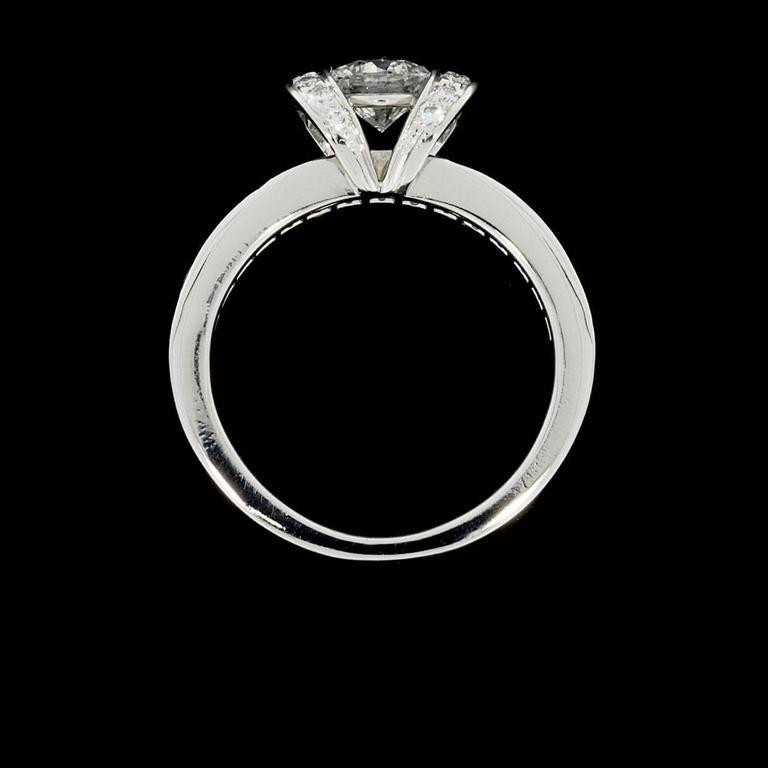ddfff647e Women's Tiffany & Co. Ideal Cut Diamond Platinum Ribbon Engagement Ring For  Sale