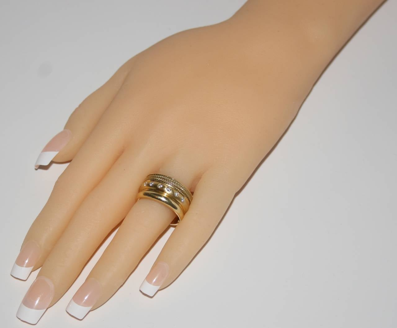 Baraka Wide Band Yellow 18K Gold Ring In Excellent Condition For Sale In New York, NY