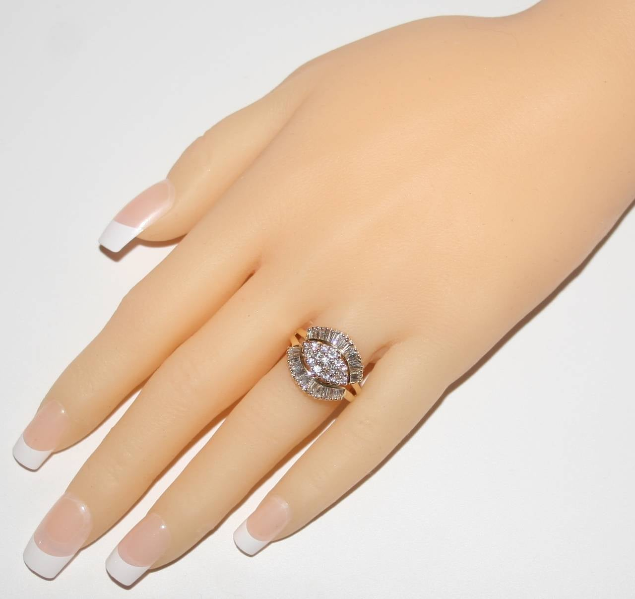 Round Cut 1990's 1.50 Carats Diamond Yellow Gold Ballerina Ring For Sale