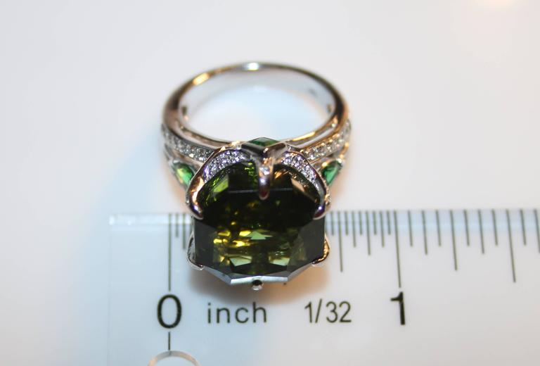 IGI Certified 19.00 Carats Tourmaline Tsavorite Diamond Gold Ring In New Condition For Sale In New York, NY