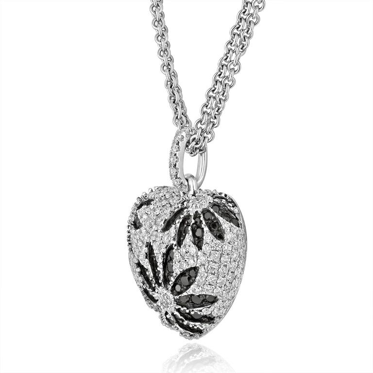 1 84 Carats Black and White Diamond Gold Heart Pendant Necklace For Sale at 1