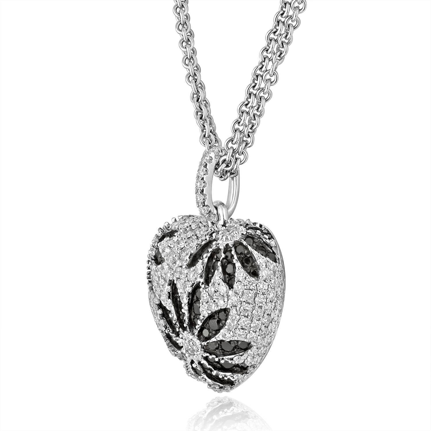 Black and White Diamond Gold Heart Pendant Necklace For Sale at 1stdibs