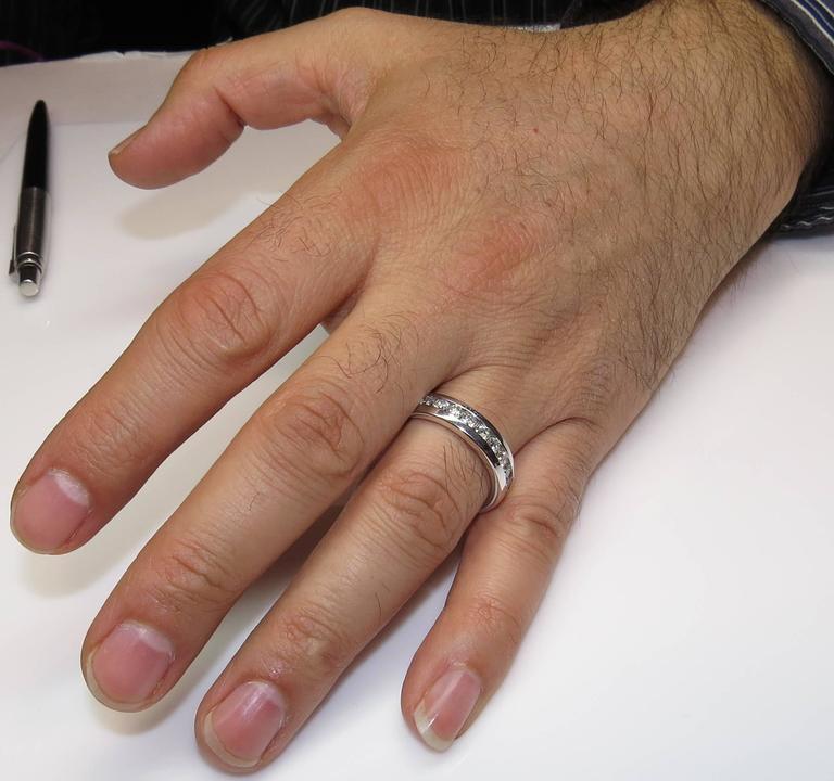 1.00 Carat Men's Diamond Platinum Wedding Band Ring For Sale 1